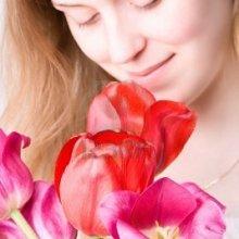 Выделения белого цвета с запахом у женщин