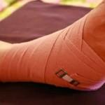 Растяжение связок стопы встречается чаще летом