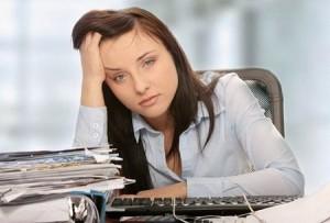 Симптомы сопровождаются депрессией или раздражительностью