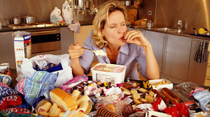Булимия характеризуется сильным постоянным чувством голода