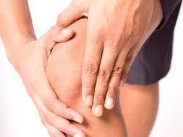 При постоянных болях в колене нельзя пренебрегать консультацией специалиста