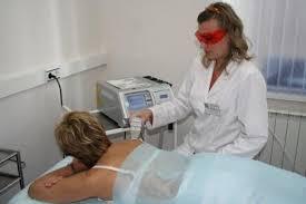 В зависимости от провоцирующих причин больному могут назначить мази, медикаменты, физиотерапию, диагностику органов