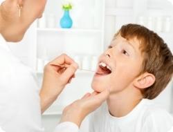 При появлении первых симптомов тонзиллита стоит обратиться за профессиональной помощью