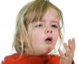 Часто у малыша резкий сухой кашель сопровождает воспалительные процессы в гортани