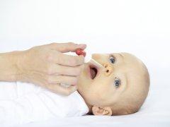 Детские капли от насморка: как правильно выбрать и использовать