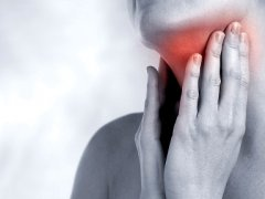 Дискомфорт в горле при глотании. Причины и лечение