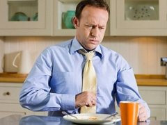 Боль в правом боку после еды: причины, диагностика