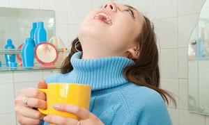 При воспалении гланд пациентам рекомендуют принимать противовирусные препараты, чтобы улучшить сопротивляемость организма