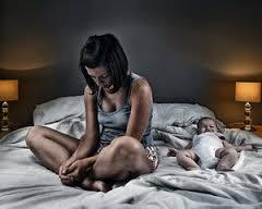 Бодрствование малыша в то время, когда всем хочется отдохнуть, сильно огорчает родителей