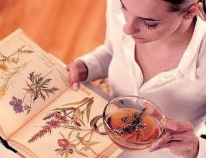 Лечение народными методами, как нельзя лучше подходит для женщин кормящих грудью
