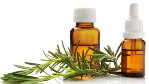 Масло очищает кожу и способствует нормализации работы сальных желез