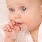 Прорезывание зубов у младенцев: средства, помогающие справиться с болью