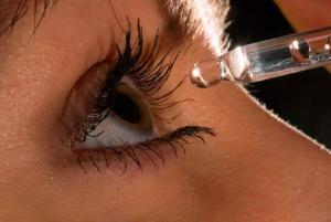 Катаракта является заболеванием хронического типа, поэтому практически любые глазные капли должны использоваться регулярно