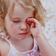 Как лечить конъюнктивит у детей: разбираемся вместе