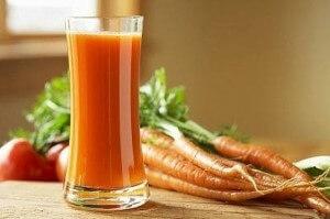 Для лучшего усвоения железа, продукты следует употреблять вместе со свежевыжатыми соками, в которых содержится витамин С
