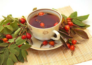 Отвар из плодов шиповника также используют для повышения гемоглобина