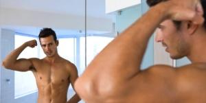 Благодаря тестостерону у мужчин формируется соответствующий тембр голоса, мышечное строение, характерное оволосение груди и лица