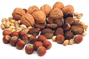 Фундук, фисташки и грецкие орехи — лидер по содержанию полезных веществ