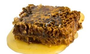 Прополис со сливочным маслом - хорошее средство для лечения недуга
