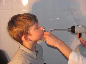 Для лечения хронического аденоидита, как правило, используется обильное промывание носоглотки с использованием противовоспалительных растворов