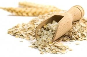Такие крупы, как овсянка и рис насытят организм полезными углеводами