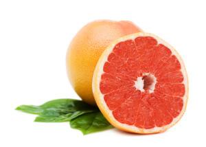 Благодаря большому количеству различных витаминов и минералов, употребление грейпфрута препятствует возникновению авитаминоза и простудных заболеваний