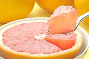 Вещества, придающие горький вкус, содержатся в любых фрукты, но в большом количестве они содержится именно в грейпфрутах
