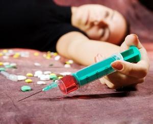 Наркология предполагает не только исследование и лечение алкоголизма, но и решение второй, не менее страшной проблемы 21 века – наркомании