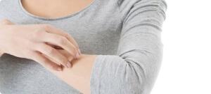 Симптомы аллергии на бытовую химию - кожный зуд и высыпания