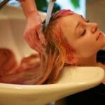 Как быстро смыть хну с волос: удобные и эффективные способы