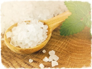 Морская соль обладает антисептическими свойствами