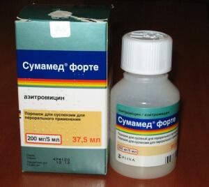 При лечении ангины часто назначают препараты в виде суспензии и сиропов