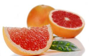 Грейпфрут богат на содержание витаминов и микроэлементов