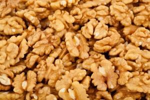 Регулярное употребление грецких орехов поможет рещить проблемы с потенцией