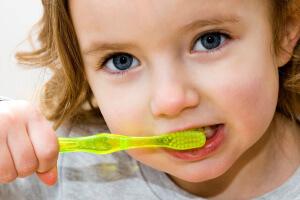 К профилактическим мерам относится постоянный уход за полостью рта