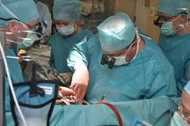 При обнаружении кисты больших размеров рекомендуется хирургическое вмешательство
