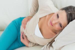Проблемы с печенью проявляются ноющей болью