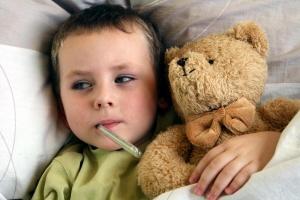 Курс лечения пневмонии назначает только детский врач