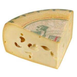 Сыр обладает обширной пищевой ценностью, которая зависит исключительно от содержания и состава сухих компонентов и влаги