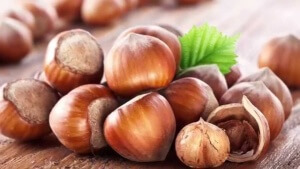 Орех не рекомендуется людям, имеющим заболевания печени