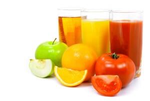 Для чистки кишечника рекомендуется свежевыжатый сок