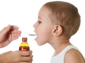 Для лечения кашля у детей врачи назначают специальные средства