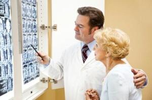 При появлении симптомов эпилепсии следует срочно обратиться к специалисту