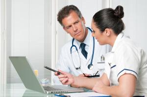 Онколог специализируется на диагностировании и лечении новообразований доброкачественного и злокачественного характера