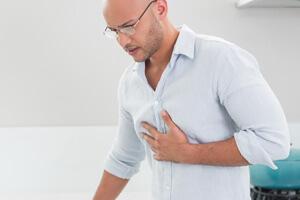 Предынфарктное состояние характеризуется длительным нарастанием боли за грудиной