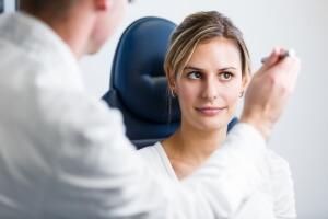 Хирургическое вмешательство - один из способов лечения субатрофии