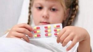 Антибиотики детям назначает только специалист