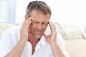 Головная боль - один из симптомов инсульта