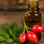 Масло шиповника: лечебные свойства и применение