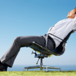 Как правильно сидеть на стуле: правила посадки
